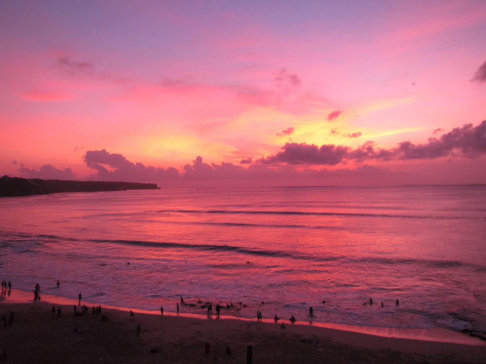 Playa Dreamland en Bali, Indonesia. Atardecer