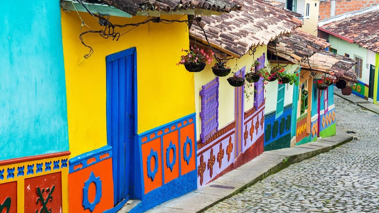 viajar barato por Colombia