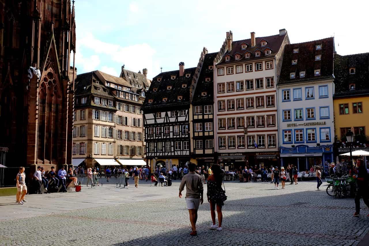 mercado callejero en estrasburgo Francia