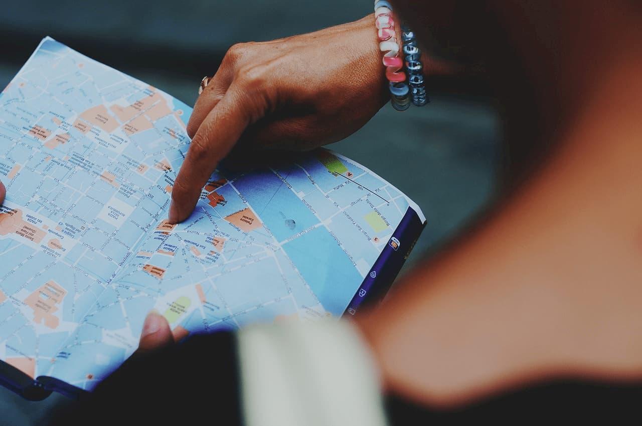 Ejemplo de guía de viaje con mapa para turistas